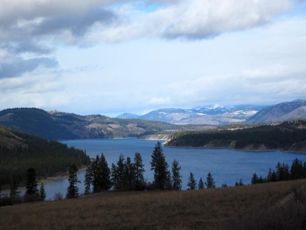 Lake Roosevelt beckons to campers!